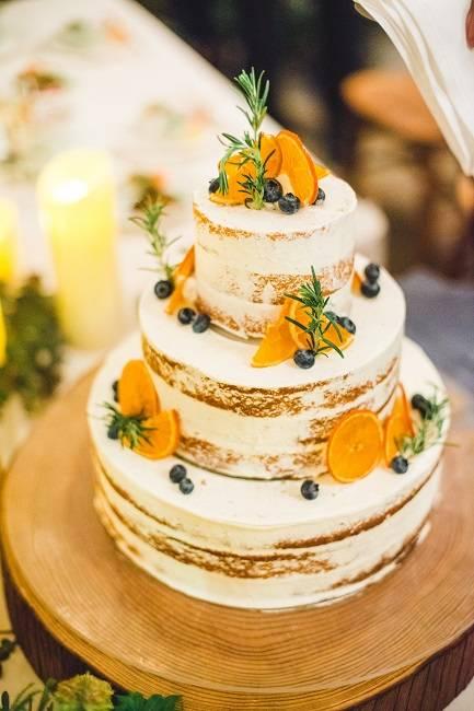 おふたりこだわりのオリジナルケーキ♪おしゃれなデザインはゲストからも大好評!!