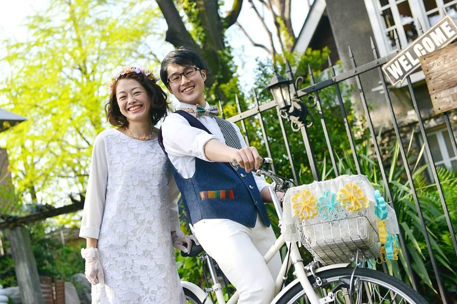 外国ウェディングといえば!自転車でカラカラカラーン♪