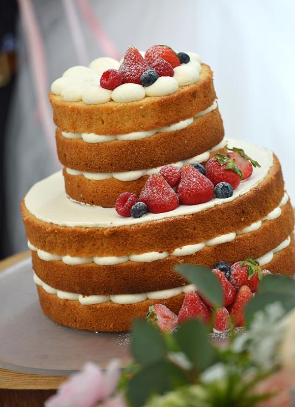 おふたりのおしゃれなこだわりが出せるデザインケーキ♪ 豊富な種類をご用意!