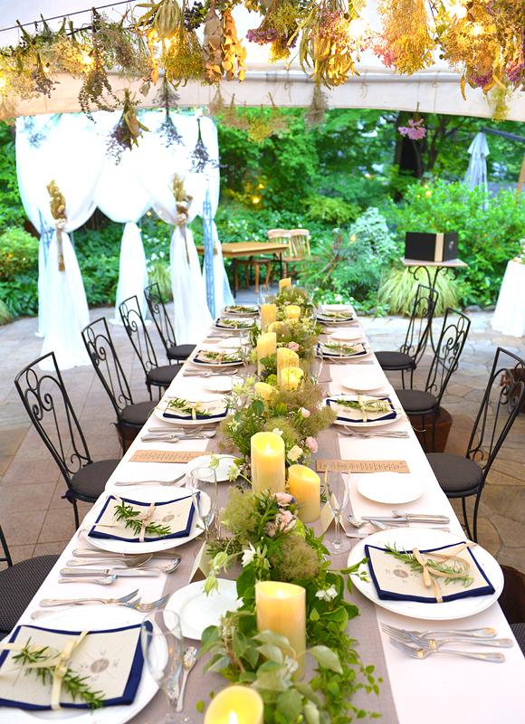 外国テイストのウェディングといえばこれ!「長ーいおしゃれテーブル」で会食会スタイルも人気♪